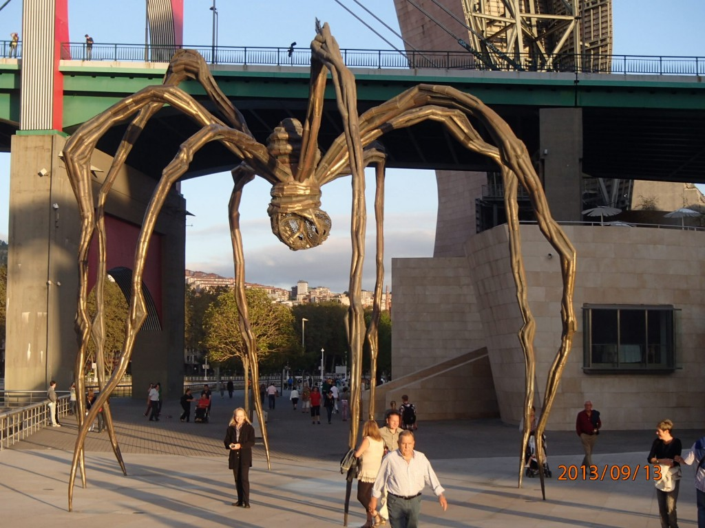 Spider sculpture outside the museum